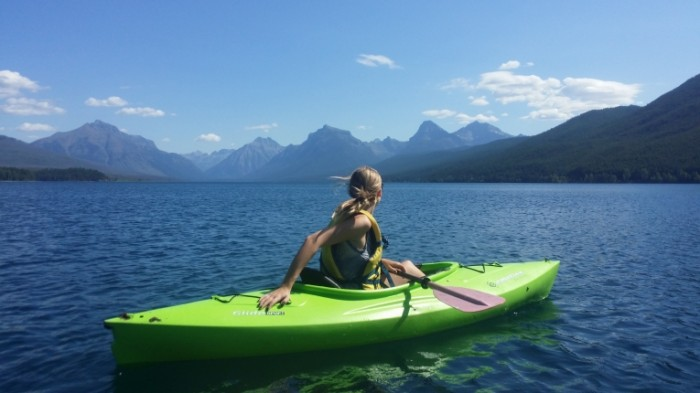 Devushka na kayake na gornom ozere baydarka Girl on a kayak on a mountain lake kayak 4128  2322 700x393 Девушка на каяке на горном озере, байдарка   Girl on a kayak on a mountain lake, kayak