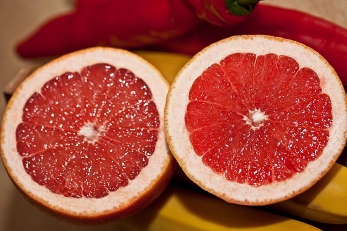 Greypfrut razrezannyiy popolam makro frukt Grapefruit cut in half macro fruit 5616  3744 700x466 Грейпфрут разрезанный пополам, макро, фрукт   Grapefruit cut in half, macro, fruit