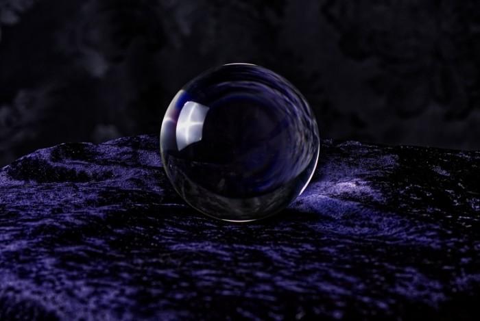 Hrustalnyiy shar na sirenevom barhate Crystal Ball on Lilac Velvet 5978  4016 700x469 Хрустальный шар на сиреневом бархате   Crystal Ball on Lilac Velvet
