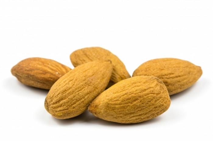 Mindal krupnyim planom orehi makro Almond closeup nuts macro 5678  3785 700x465 Миндаль крупным планом, орехи, макро   Almond closeup nuts macro